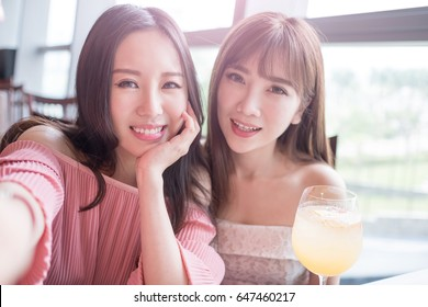 beauty women selfie and dine in restaurant