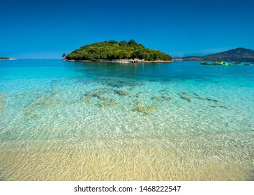 Beautyful seascape. Tropical beach and blue cristal water.