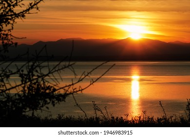 Beautyfull sunset with the sun falling behind the mountain Olympus Olympus mountain sunset image