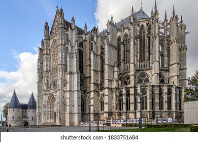 BEAUVAIS, FRANCE - OCTOBER 07, 2020. Beauvais Cathedral. Overview of the monument. An exhibition of art photographs is presented at the entrance of the park.
