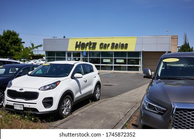 Beaverton, OR, USA - May 29, 2020: Hertz Car Sales Beaverton location exterior. The Hertz Corporation, the second largest US car rental company by sales and fleet size, filed for bankruptcy on May 22.