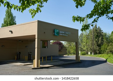 Beaverton, Oregon, USA - May 8, 2019: The Bank of the West sign at one of its locations. Bank of the West is a regional financial services company, a subsidiary of BNP Paribas.