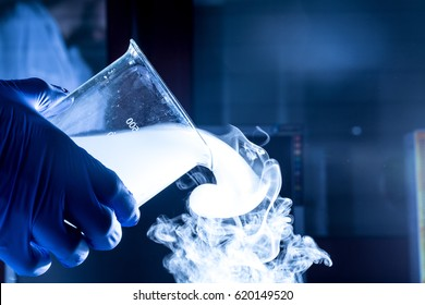 Becker with fuming liquid nitrogen