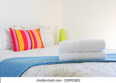 Bedroom (details - towels)