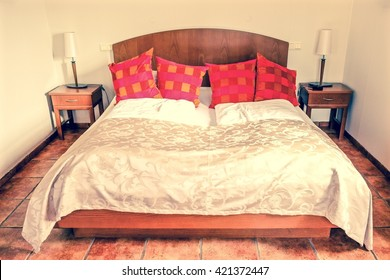 bedroom and red pillows