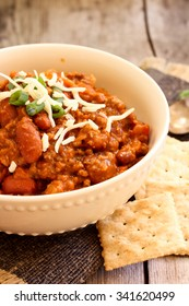 Beef Chili with saltine crackers, selective fous
