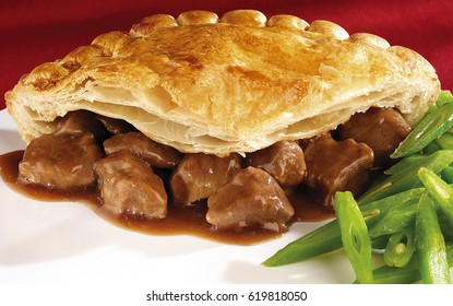 BEEF STEAK PIE WITH PUFF PASTRY AND GREEN BEANS