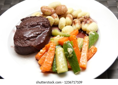 Beef tenderloin with redwine sauce and vegetable
