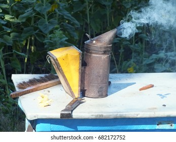Hiver Tool Beekeeping Images, Stock Photos & Vectors