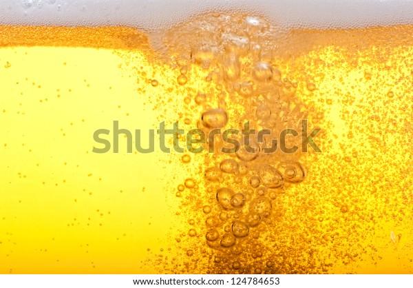 Bier-Blasen in der hohen Vergrößerung und Nahaufnahme.