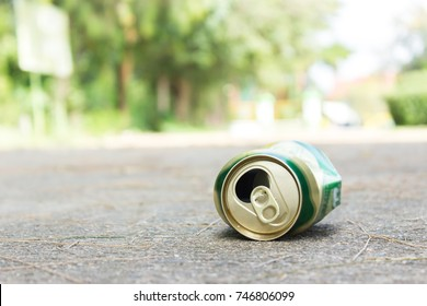 Beer can fall on the street, It can be recycled.