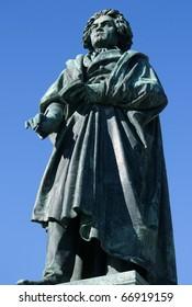 Beethoven-Monument in Bonn from left side