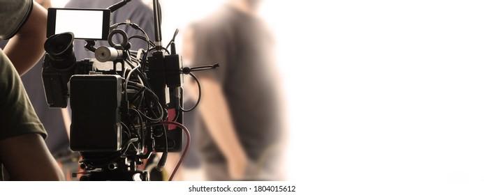 Hinter den Kulissen von Videoaufnahmen oder Filmen Online-Film von 8K High-Definition-Digitalkamera und Kopienraum. Und die Lichtschärfe, die mit dem Team der Filmbesatzung in der Studioproduktion aufgestellt wurde.