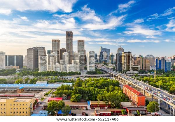 Peking, China moderne Finanzviertel Skyline an einem schönen Tag mit blauem Himmel.