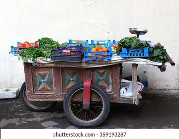 Beirut: traditional vegetable and fruit cart