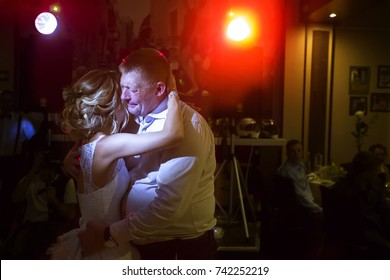 Belarus, Gomel, July 29, 2017. The wedding day. Dance of the bride with her father. Bride and father