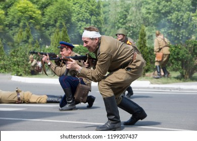 Belarus, Gomel. May 9, 2018. Victory Day. Historical reconstruction in 1945, capture of the Reichstag.Russian soldiers.Warriors of the Red Army with guns in smoke fleeing the attack