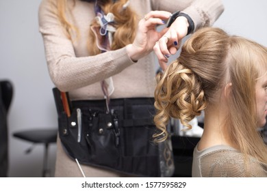 Belarus, Minsk, 2015.Preparation of the bride for the wedding stylist, make-up artist to do the hairstyle in the salon dress and decorations.