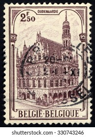 BELGIUM - CIRCA 1959: A stamp printed in the Belgium, shows Townhall Oudenaarde, circa 1959