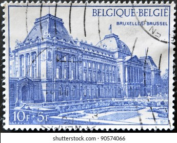 BELGIUM - CIRCA 1971: A stamp printed in Belgium shows Royal palace in Brussels , circa 1971