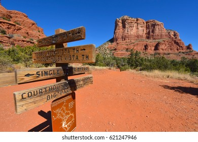 Bell Rock and Courthouse Butte Trail in Sedona, Arizona USA