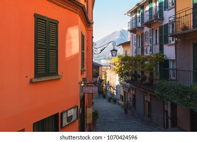 BELLAGIO, ITALY   DECEMBER 2017: Traditional Italian Street With Pebble  Stairs At City Of