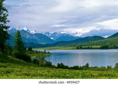 Belukha Mountain and lake Yazovoe