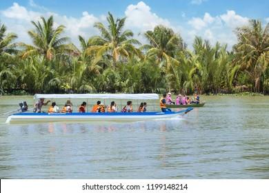 Ben tre, Vietnam - October 06 2018: Chèo xuồng du lịch sinh thái ở bến tre - tiền giang, đây là địa điểm du lịch mà du khách nước ngoài rất yêu thích khi đến Vietnam.