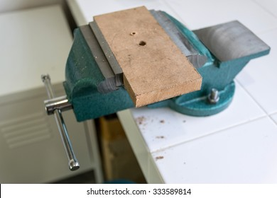 Bench clamps are an important tool in engineering and industrial design.