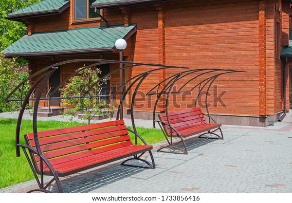 benches-relaxing-near-log-house-600w-173