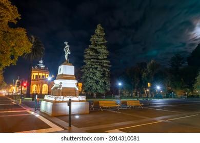 BENDIGO, AUSTRALIA - MAY 10, 2020: Statue of Soldier in rural Bendigo, Victoria, Australia