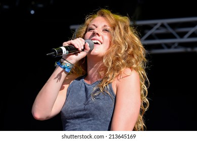 BENICASSIM, SPAIN - JULY 20: Jessica Swetman performs at FIB Festival on July 20, 2014 in Benicassim, Spain.