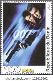 """BENIN - CIRCA 2003: A postage stamp printed by Benin shows American actress Halle Berry and Irish actor Pierce Brosnan starring in the film """"Die Another Day"""", circa 2003"""