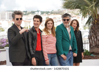 "Benjamin Biolay, Vincent Lacoste, Chiara Mastroianni, Christophe Honore, Camille Cottin attend the photocall for ""Chambre 212"" during the Cannes Film Festival on May 20, 2019 in Cannes, France"