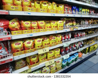 Bentong, Malaysia-april 26,2019 :lipton tea in plastic on the shelf stores.