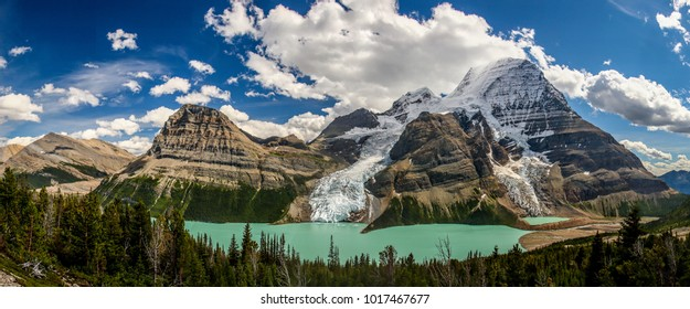 Berg Lake in Mt. Robson provincial park, Canada
