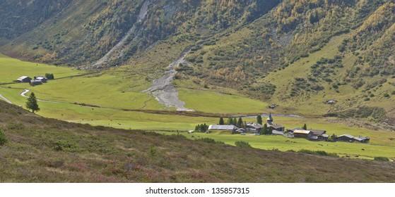 Bergdorf in den Schweizer Alpen