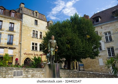 BERGERAC, FRANCE - SEPTEMBER 10, 2015: Statue of Cyrano in Bergerac, Aquitaine, Dordogne, France, September 2015