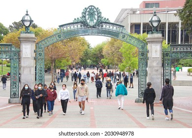 Berkeley, CA - Aug 22, 2021: Freshman orientation begins on UC Berkeley campus as in person classes resume for the first time in nearly 2 years due to the corona virus pandemic.
