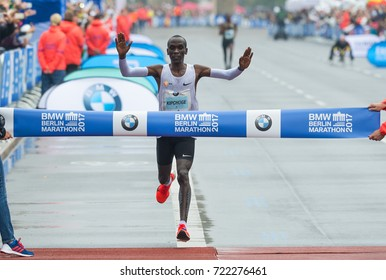 BERLIN, 2017-09-24  Kenyan marathon runner Eluid Kipchoge wins the 44th Berlin-Marathon Time: 2:03:32 h