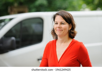 Berlin, 2018-06-11: Annalena Baerbock arrives at the party headquarters in Berlin