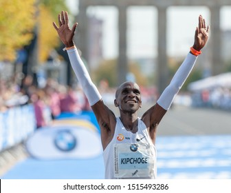 Berlin, 2018-09-16: Eluid Kipchoge wins the 45th Berlin-Marathon with a fabulous new world record: 2: 01: 39h