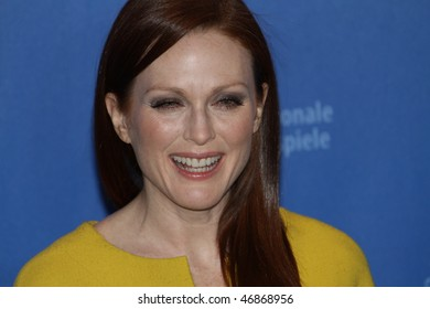 BERLIN - FEBRUARY 17: Actress Julianne Moore attends the 'The Kids Are All Right' Photocall during  of the 60th Berlin  Film Festival at the Grand Hyatt Hotel on February 17, 2010 in Berlin, Germany.