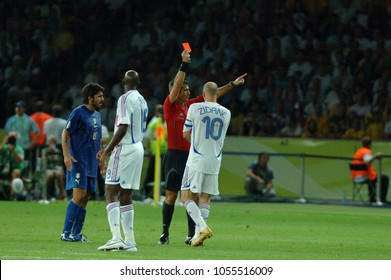Berlin Germany, 07/09/2006: FIFA World Cup Germany 2006, Italy-France Final Olympiastadion: The referee Horacio Elizondo shows the red card to Z.Zidane and expels him for the foul on M.Materazzi