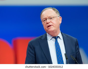 Berlin, Germany, 2017-12-07, German politician Stephan Weil, SPD, speaks at the party meeting