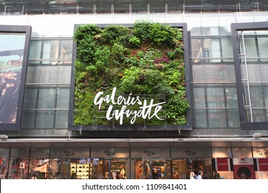 Berlin, Germany, 2018 - Galeries Lafayette - Vertical Garden Patrick Blanc - Grass landscape installation