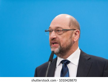 Berlin, Germany, 2018-01-26: Martin Schulz, leader of the SPD, speaks a few words  at the Konrad-Adenauer-Haus before coalition negotiations