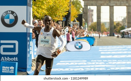 Berlin, Germany, 2018-09-16:  Eliud Kipchoge smashes World Record at the Berlin-Marathon - 2:01:39h