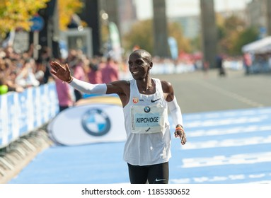 Berlin. Germany, 2018-09-16:  Eliud Kipchoge enjoys his new  World Record at the Berlin-Marathon 2018