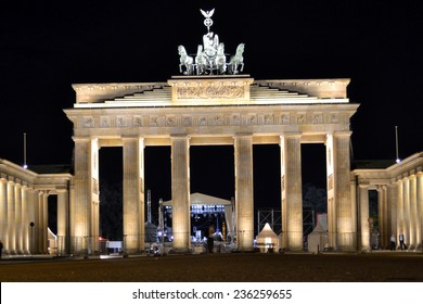 BERLIN, GERMANY - JUNE 22, 2013 :  The Brandenburger Tor (Brandenburg Gate) on june 22, 2013 in Berlin